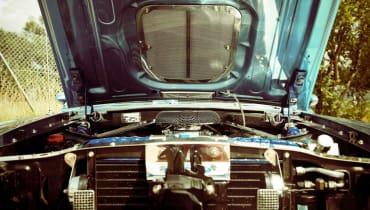 78-Jähriger baut sich aus schrottreifem Opel Corsa ein E-Auto