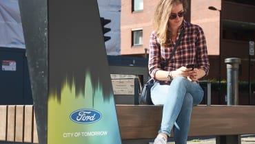 Diese Londoner Parkbänke laden Handy-Akkus auf