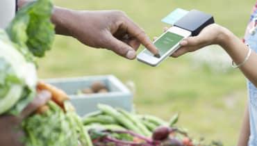 Nehmen Sie auch Handy? In Zukunft sollen wir mit dem Smartphone bezahlen