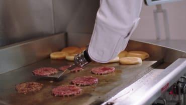 Ein Roboter soll Köche in Burger-Restaurants ersetzen