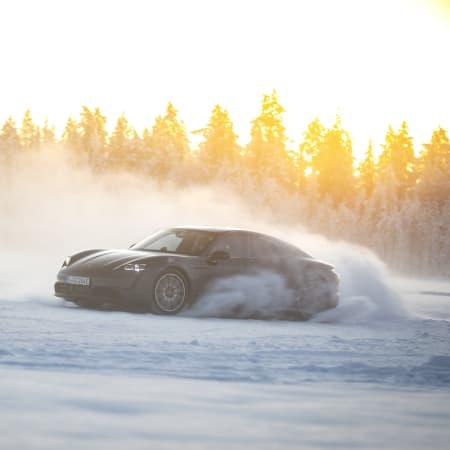 Fahrbericht : Porsche Taycan 4S: Der E-Sportler im Extremtest in Lappland