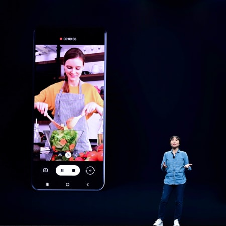 Technik : Razr lässt grüßen: Samsung präsentiert neues Fold-Klapphandy