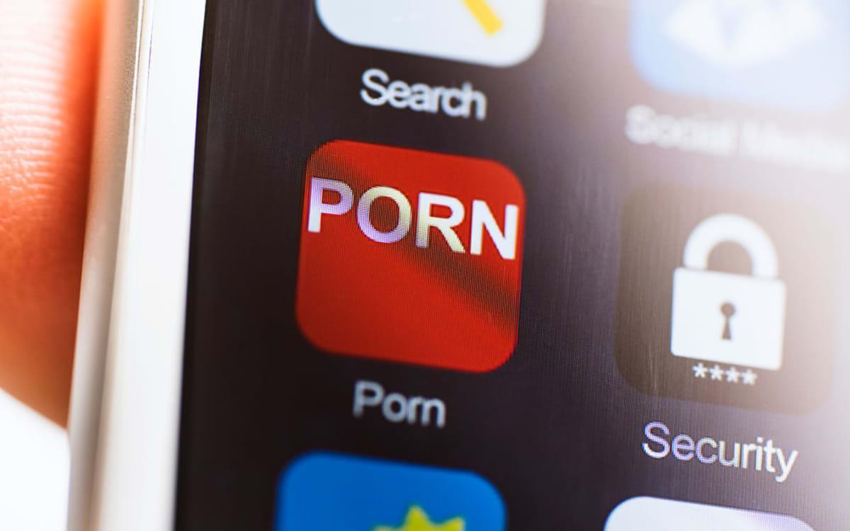 Gerade Jungs beobachten schwule Pornos