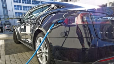 Ein Tesla mit Autopilot hat einen Polizeiwagen gerammt