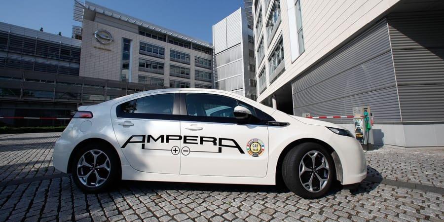 Der mögliche Verkauf an Peugeot macht Opels E-Auto-Pläne ungewiss ...