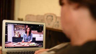 Wie Facebook und YouTube Netflix Konkurrenz machen