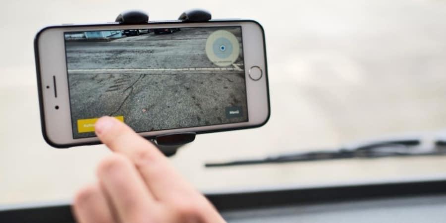 Dieses Start-Up will Schlaglöcher mit Smartphones und KI aufspüren | WIRED Germany