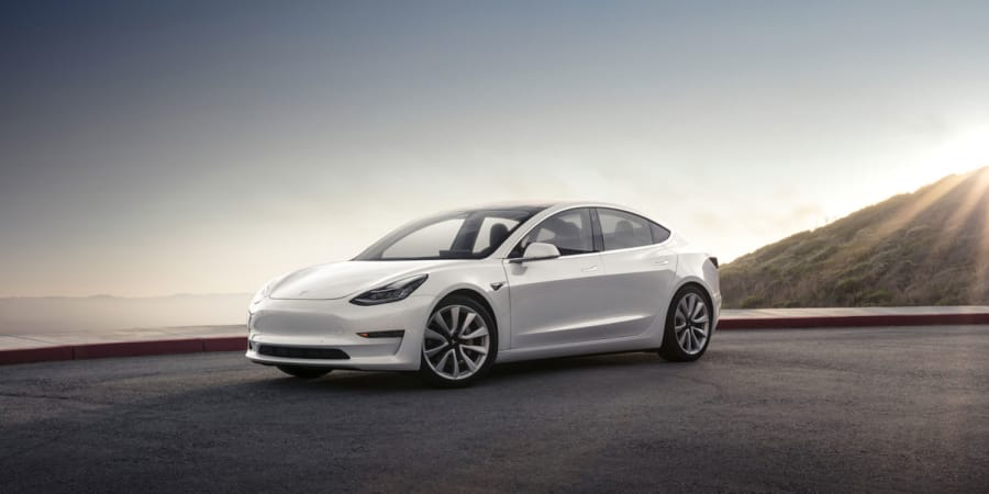 Tesla Model 3: Wegen Elektroantrieb von Rennen disqualifiziert | WIRED Germany
