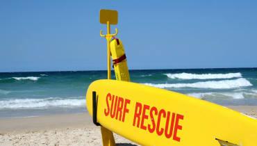 Eine Drohne rettet Surfer vor dem Ertrinken