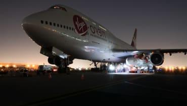 Virgin Orbit montiert erstmals eine Rakete an eine Boeing 747