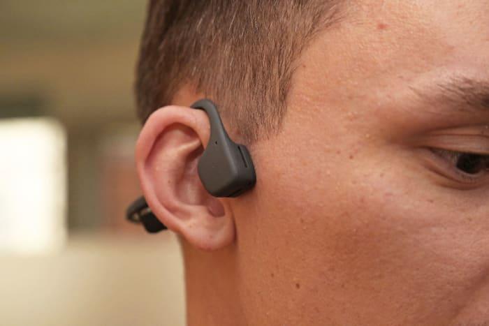 Wenn Kopfhörer den Sound über die Knochen leiten | WIRED Germany