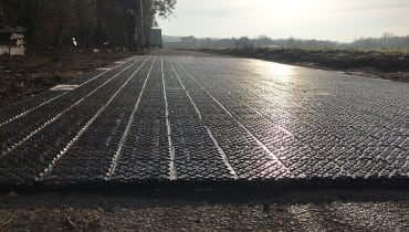 Dieser Solar-Straßenbelag aus Deutschland produziert Strom und braucht keinen Winterdienst