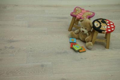 Laminate wood flooring and engineered flooring for kids room