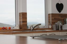 Rustic Oak Worktops for Warmth and Beauty