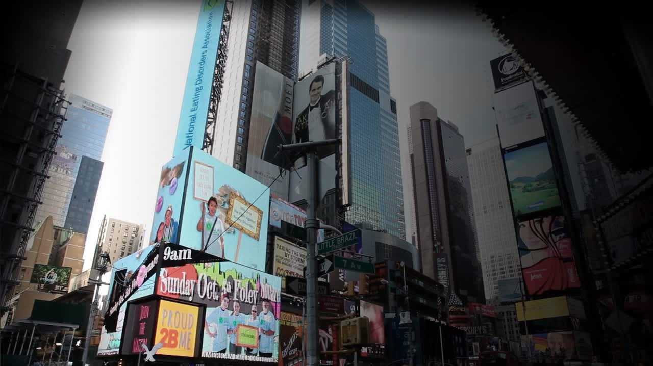 12 screen animation on American Eagle - Times Square Video Billboard