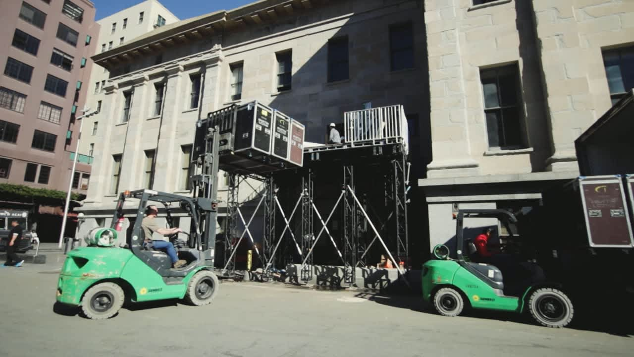 Loading an Event in Unconventional Spaces - Social Media Video