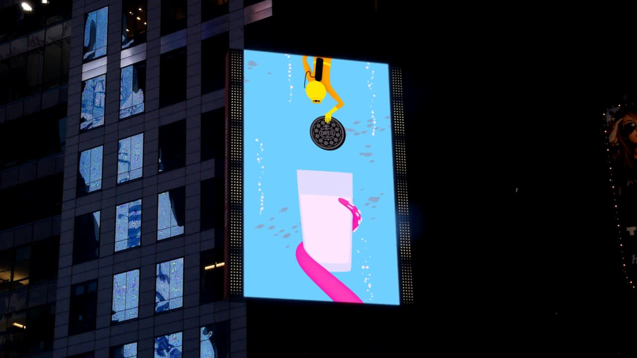 """Oreo Time Square """"Hand Off"""""""