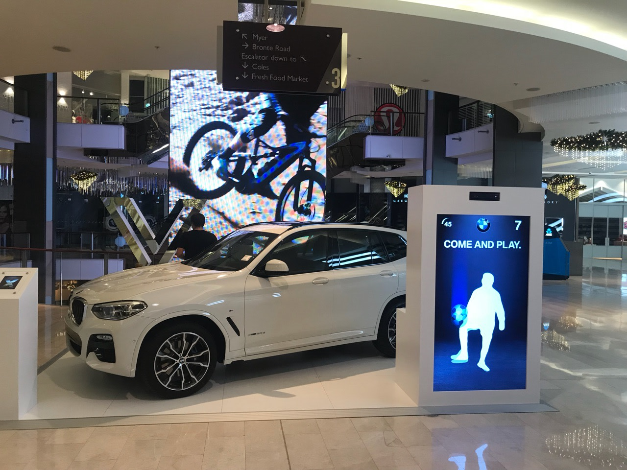 BMW 2017 \ Kinect interactives for X3 activations
