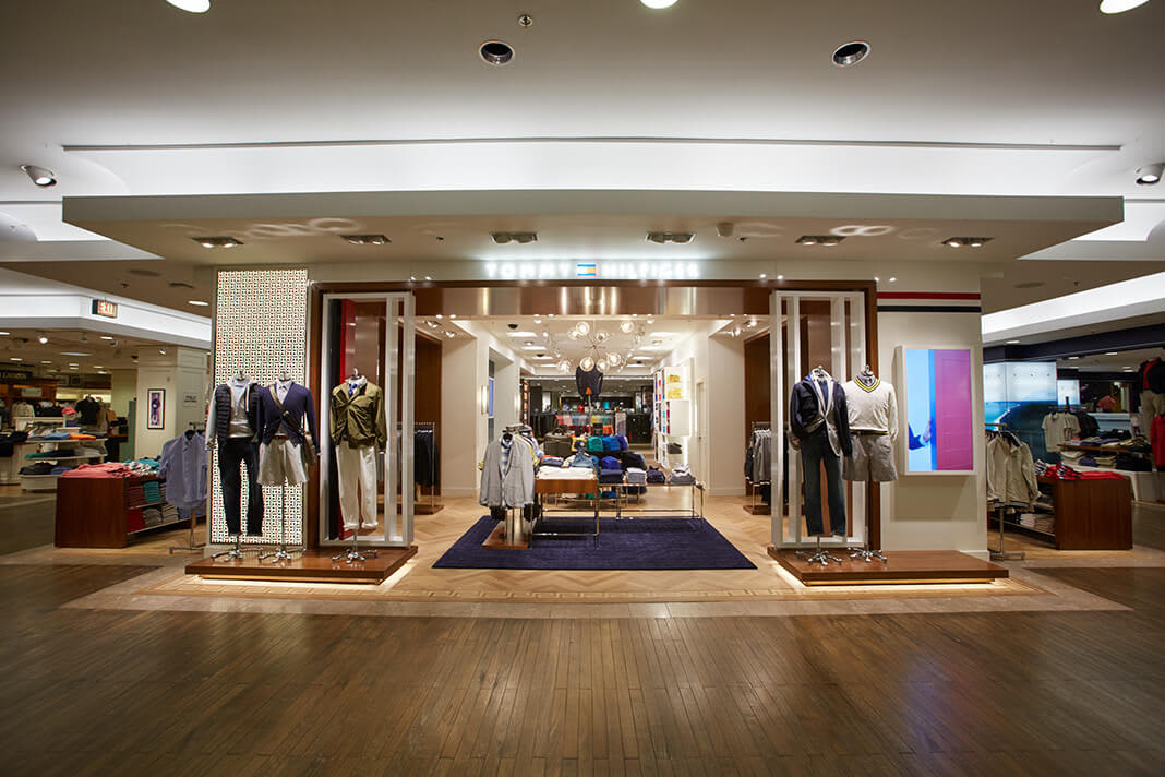 Tommy Hilfiger, Macy's State Street Chicago
