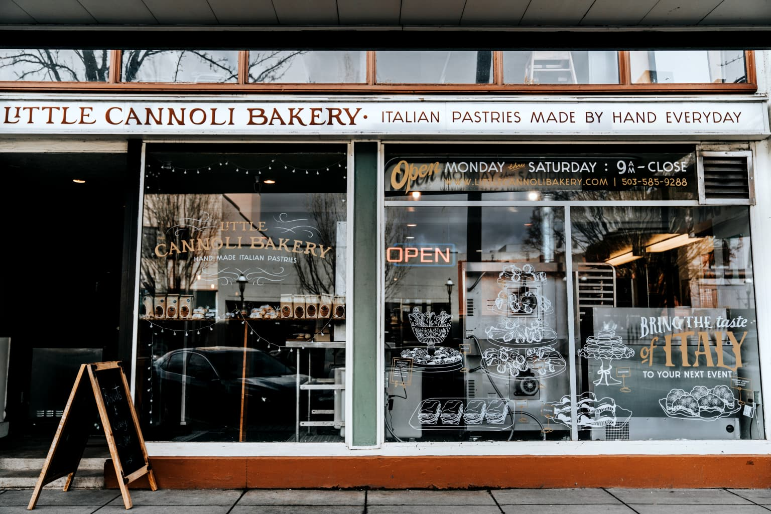 Little Cannoli Bakery