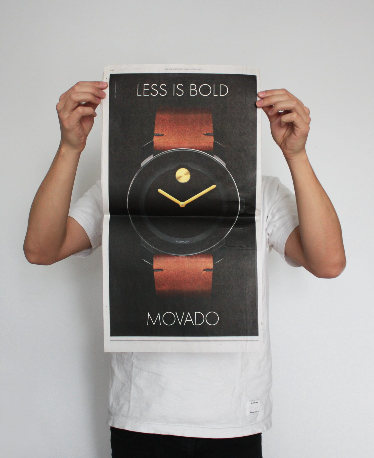 MOVADO - LESS IS BOLD