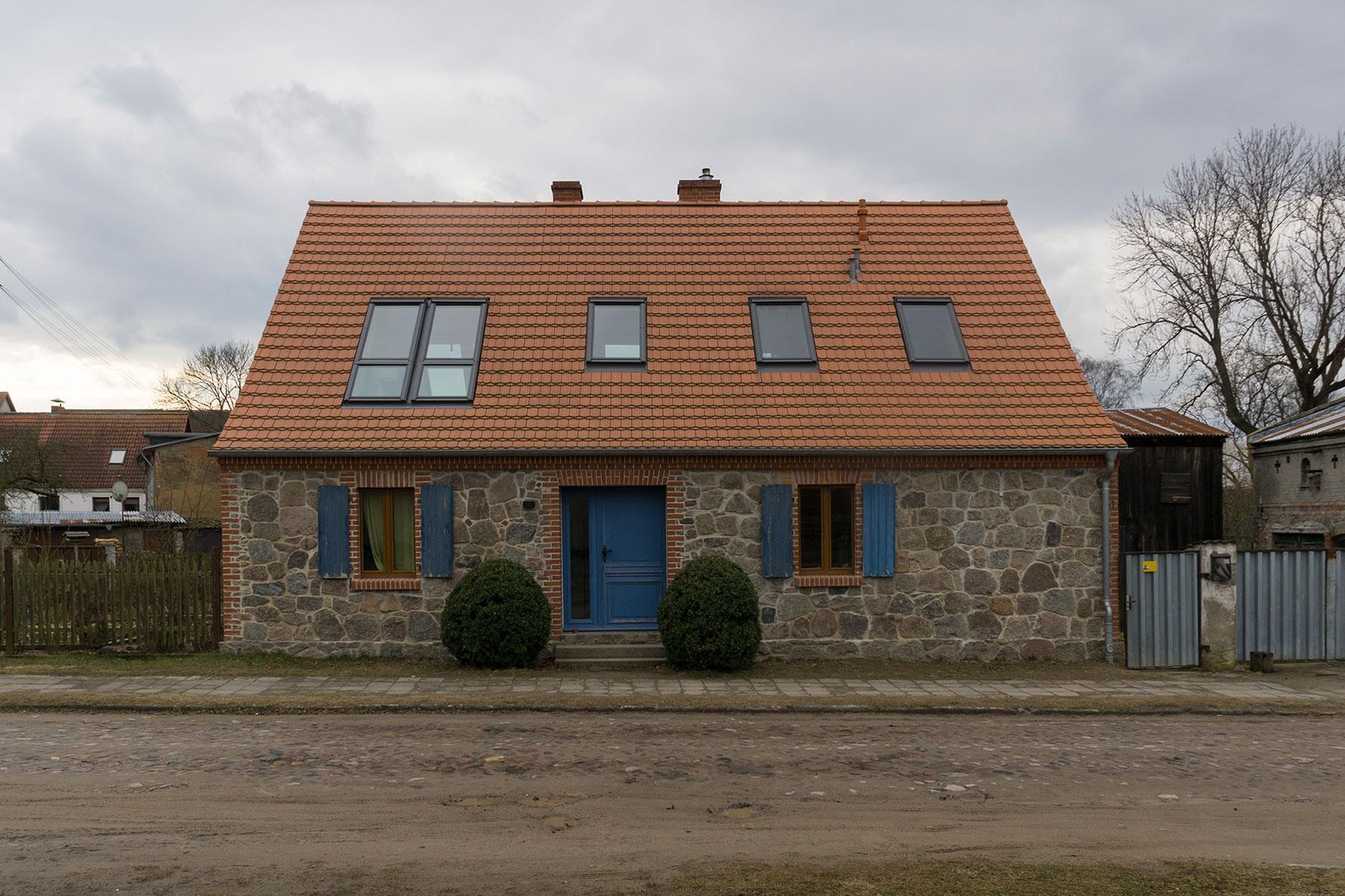 Feldsteinhaus Dachflächenfenster