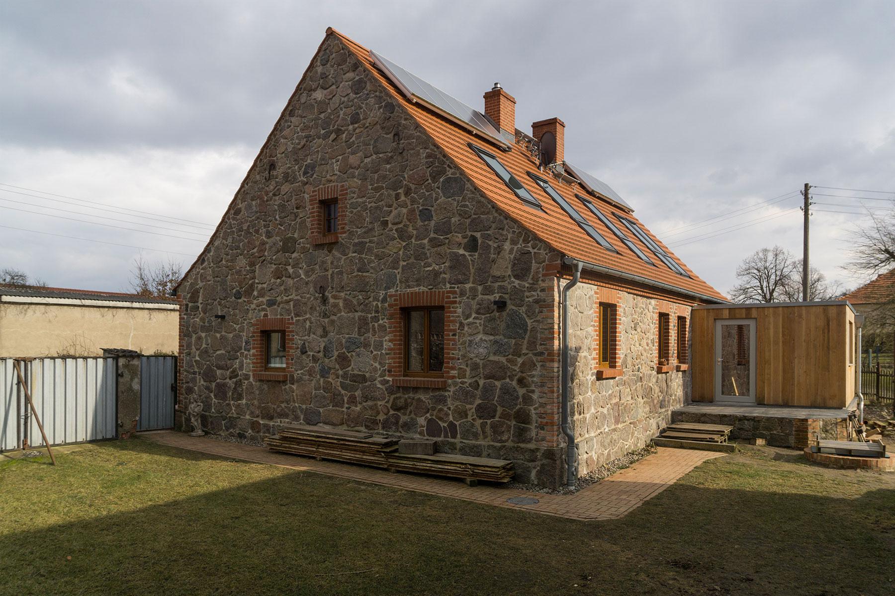 Feldsteinhaus Holzrahmenbau