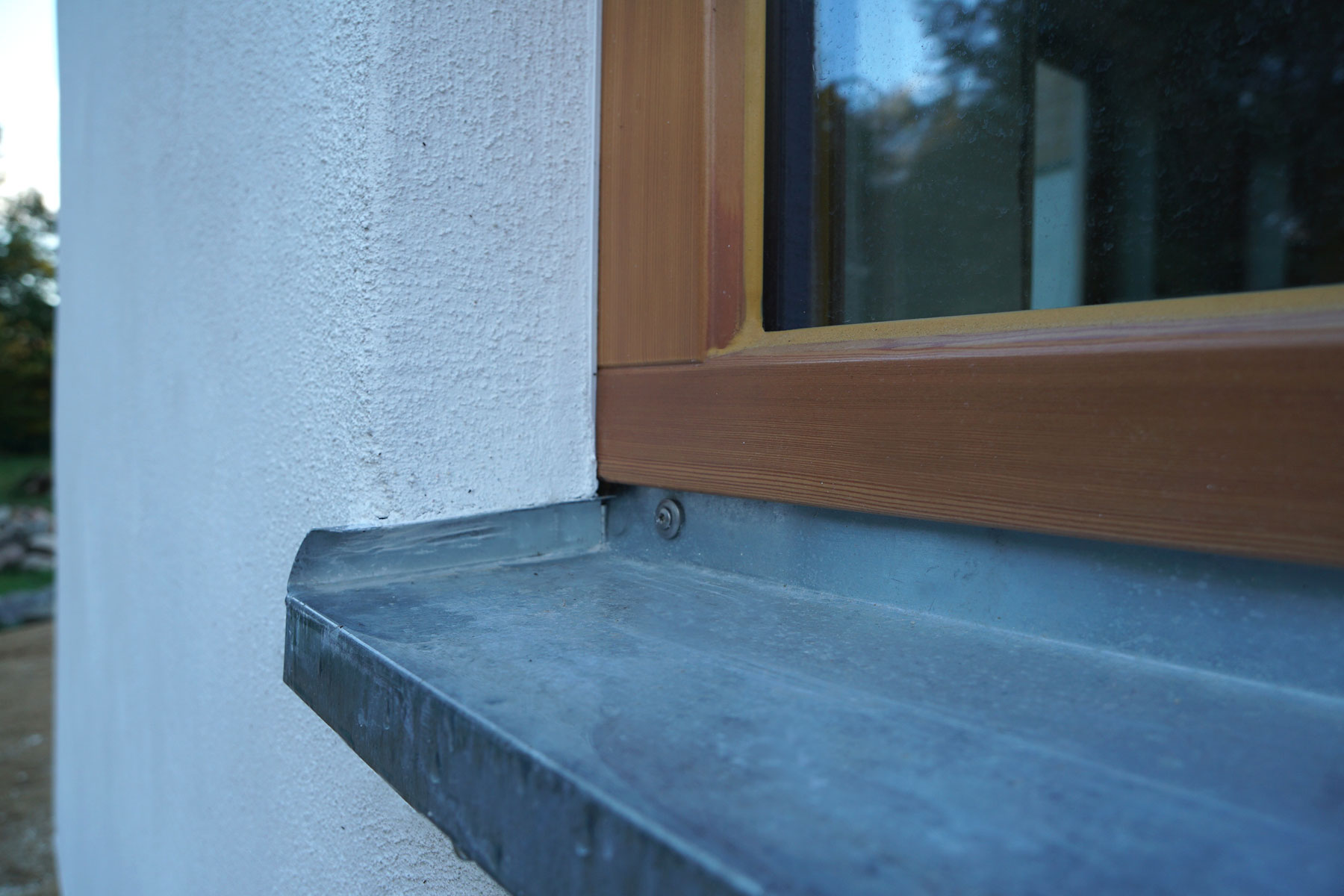 Holzrahmen Strohballen Kalkputz Fensterbank