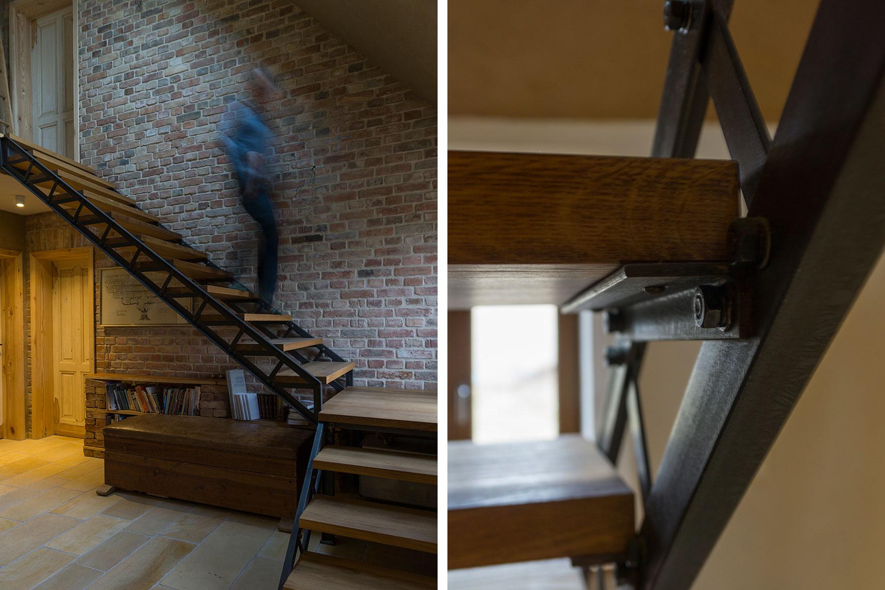 Feldsteinhaus Stahl-Holz-Treppe