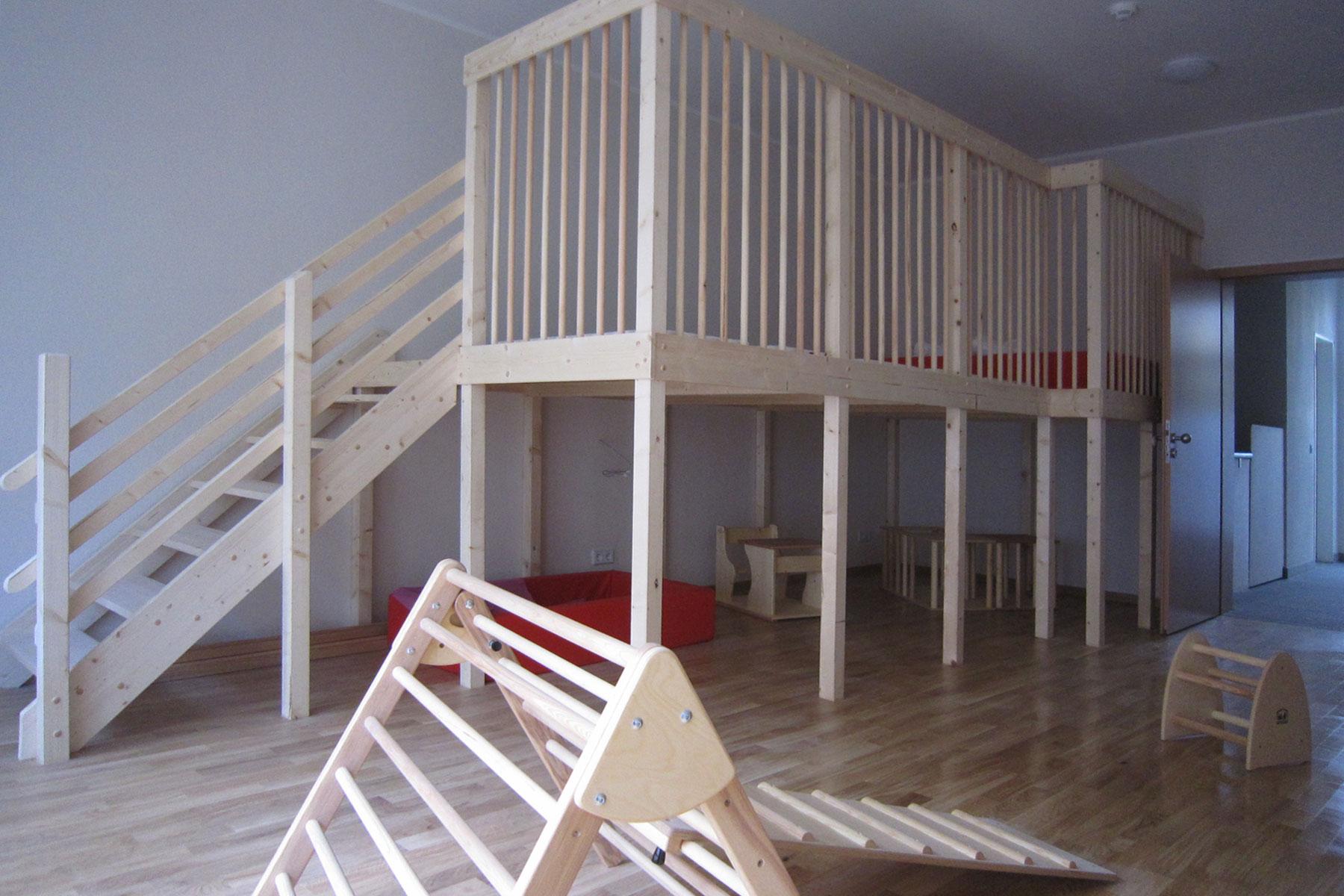 Kindertageseinrichtung Holzmöbel