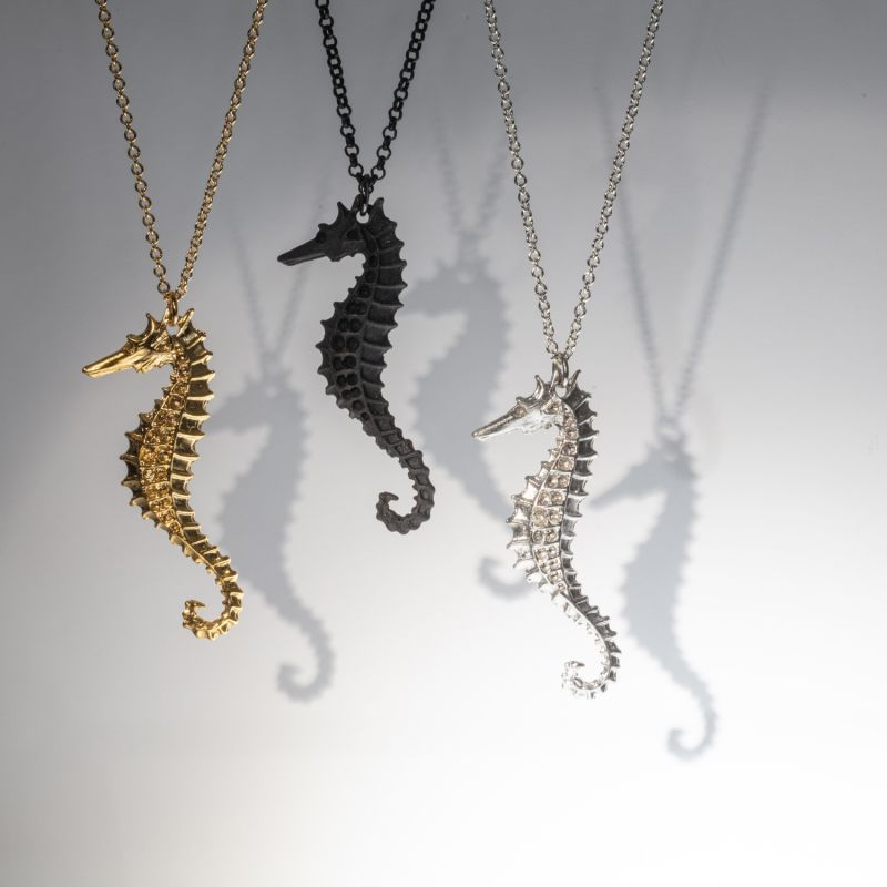 Flooid Seahorse Pendant Silver image