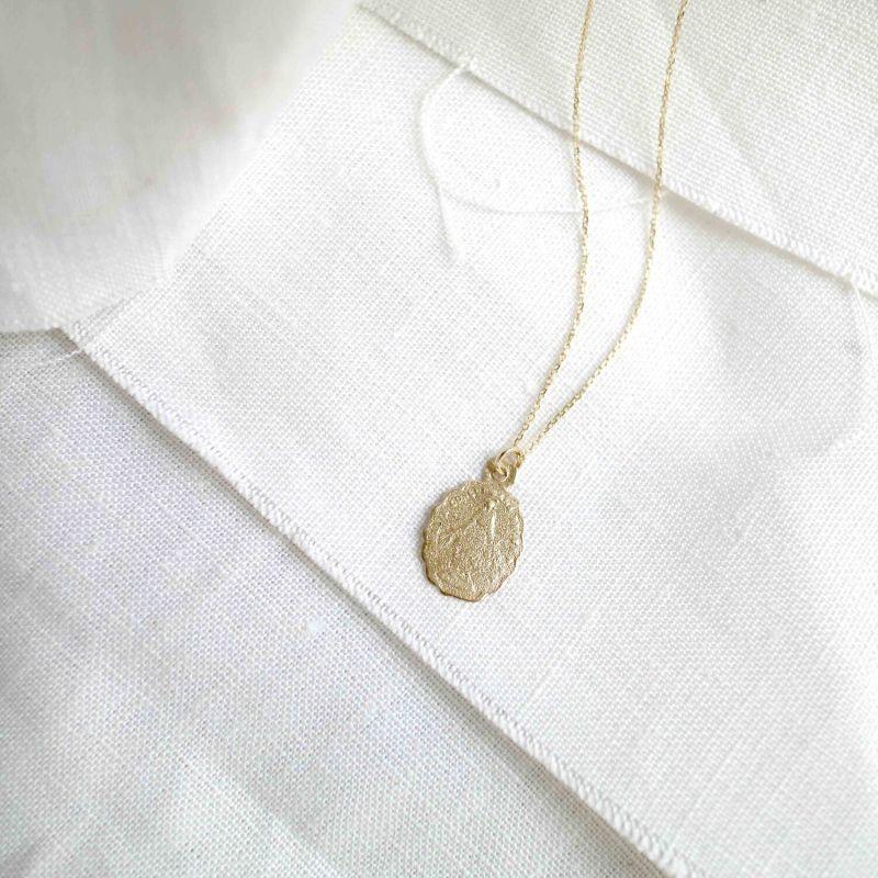 9ct Gold Scalloped Medallion Pendant image