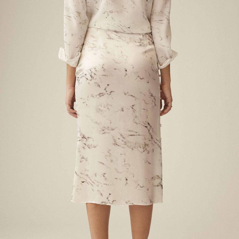 La Jupe Fendue Slit Skirt With Side Mother-Of-Pearl Button Details image