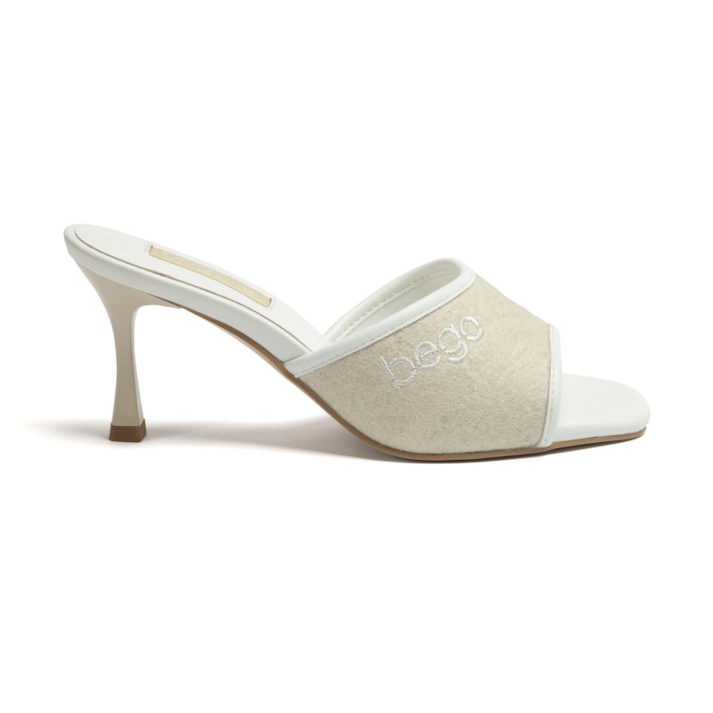 Lily Heels In Natural - Pineapple Leather image
