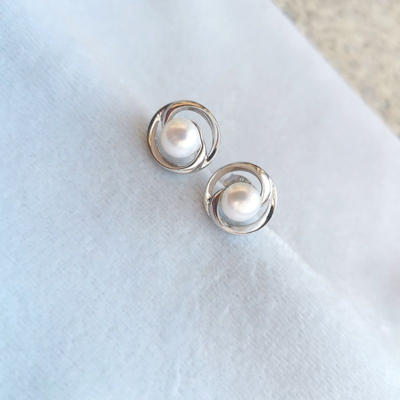 Bold Rhodium Plated Pearl Earrings image