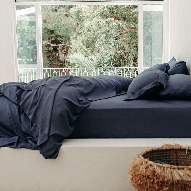 Australian Queen Bamboo Sheet Set With Pillow Slips - In UK King (Blue) image