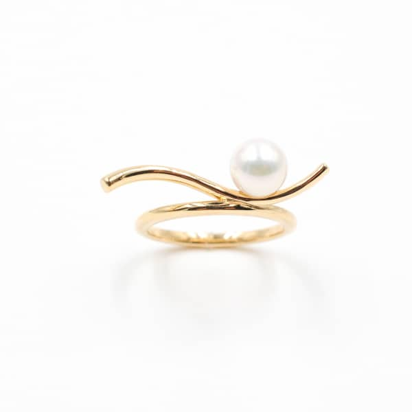 ANNA MACHADO JEWELRY Pearl Surfing a Gold Wave Ring