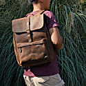 Vintage Look Leather  Backpack With Front Pocket In Worn Brown image