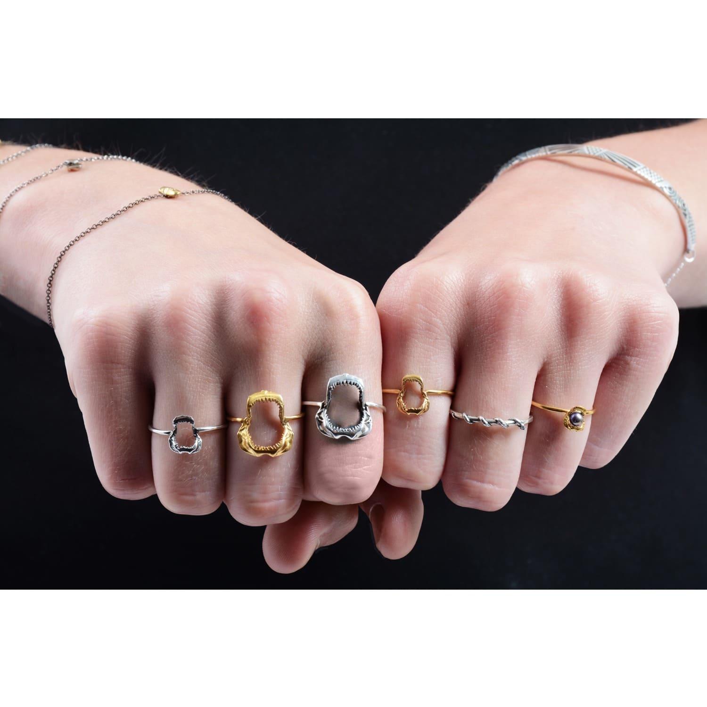 Mini Shark Jawbone Ring Gold vermeil