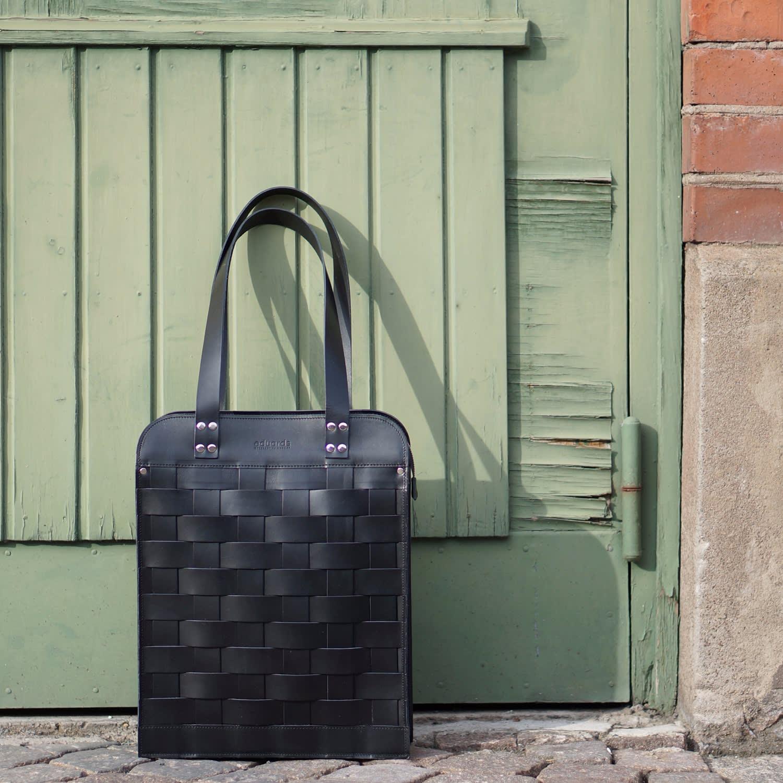 a3cb6c653e36 Näver Big Shoulder Bag in Black Leather image