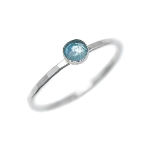 FEATHER+STONE Silver Blue Topaz Ring