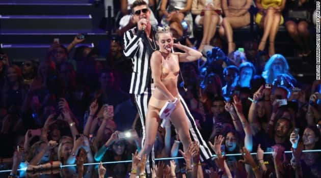 130825223930-miley-cyrus-mtv-vmas-2013-story-top