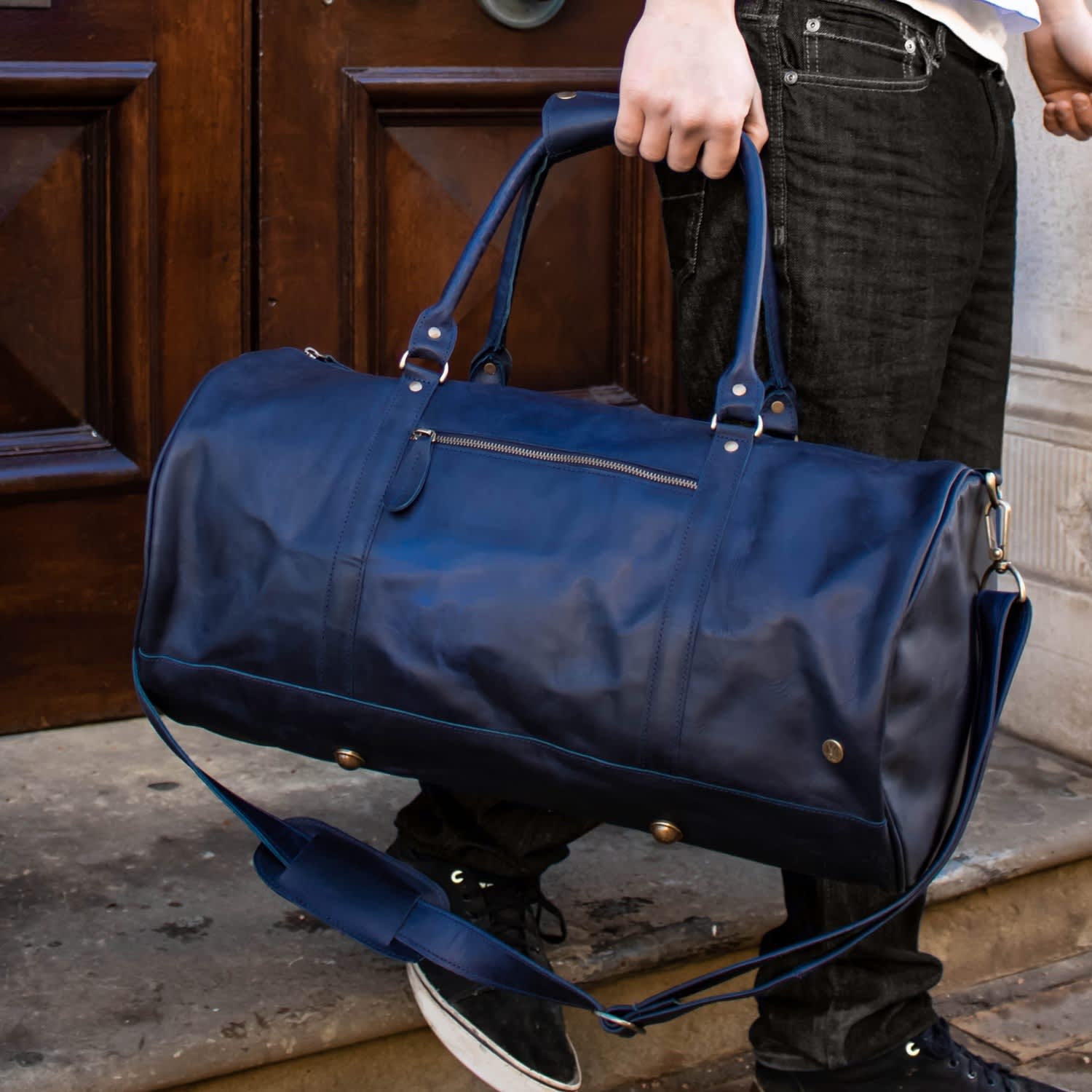Leather Weekend Classic Duffle Bag In Navy image 8ca5d06b37331
