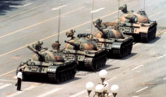 10.+tiananmen-tank-man1-620x350