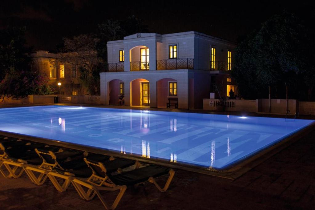 SprachCaffe malta pool night