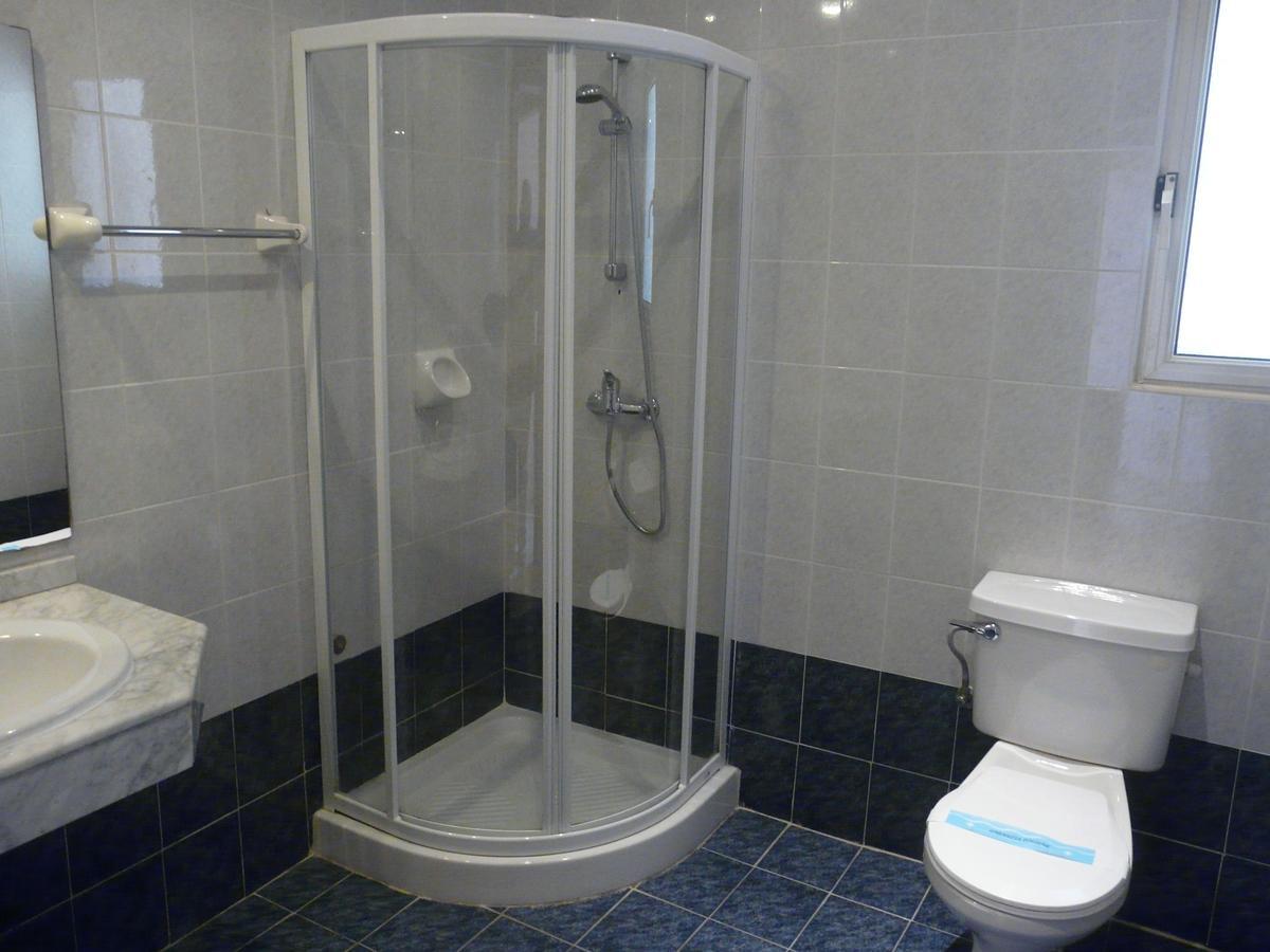 bathroom malta club village sprachcaffe