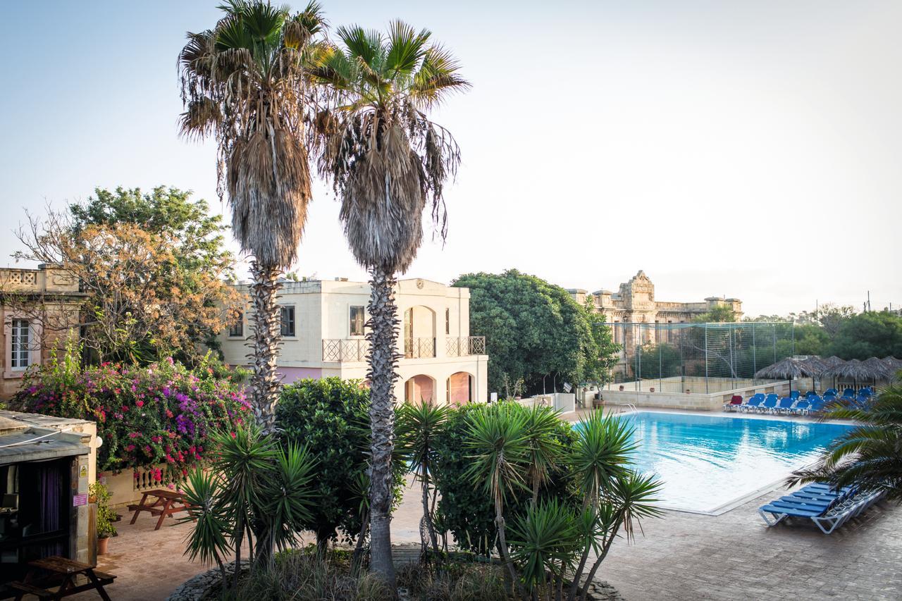 sprachcaffe malta pool view
