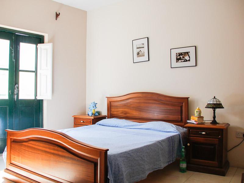 maltalingua school host familiy bedroom