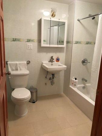 sprachcaffe bedroom shower new york