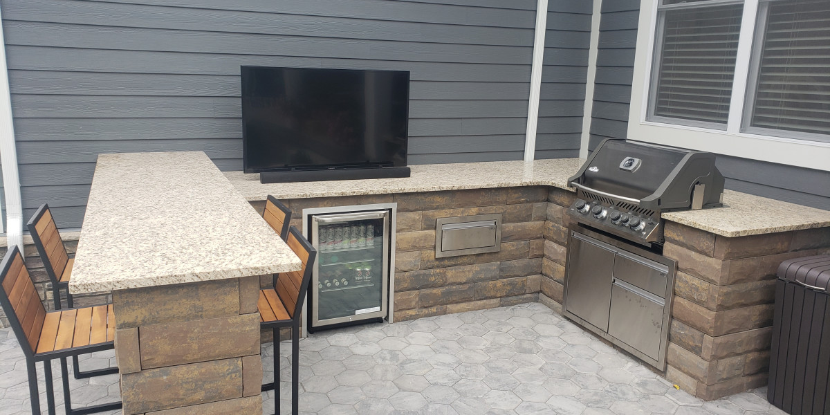OUTDOOR KITCHENS & FIRE FEATURES